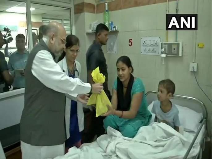 Amit Shah sweeps floor at AIIMS for PM Modi's birthday week, seva saptah | मोदींच्या वाढदिवसानिमित्त 'सेवा सप्ताह', अमित शाहांनी एम्समध्ये केली सफाई