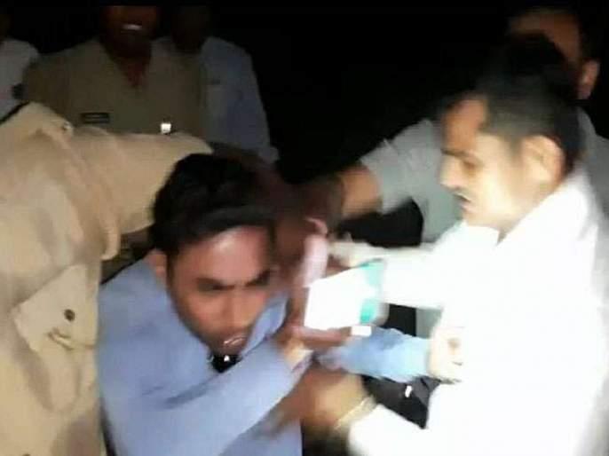 Stripped, thrashed, urinated upon: UP journalist faces police wrath for doing his job | पोलिसांचा अमानुषपणा! पत्रकाराला मारहाण, अंगावर केली लघुशंका, व्हिडीओ व्हायरल