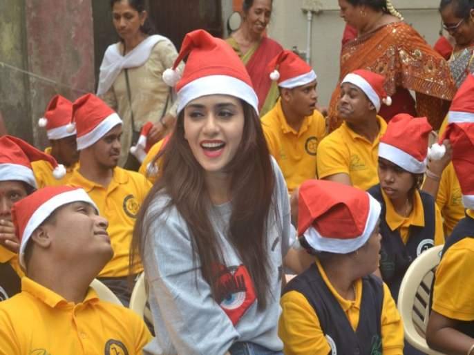 Amrita Khanvilkar celebrates 'Christmas' with special children; Social responsibility is overflowing with joy   अमृताने केला विशेष मुलांसोबत 'ख्रिसमस' साजरा, आनंदाची उधळण करत जपली सामाजिक जबाबदारी