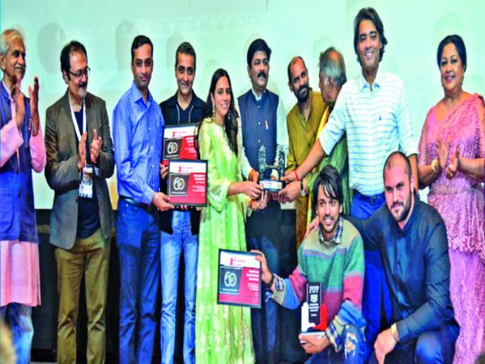 Sant Tukaram Award for 'Anandi Gopal'marathi movie | पुणे फिल्म फाउंडेशन आणि महाराष्ट्र शासन यांचा संत तुकाराम पुरस्कार'आनंदी गोपाळ'ला