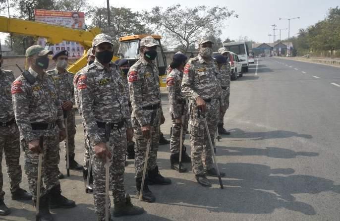 Tight security by the police against the backdrop of the agitation | आंदोलनाच्या पार्श्वभूमीवर पोलिसांचा तगडा बंदोबस्त