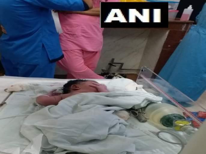 The girl was born safely while she was under fire at AIIMS Hospital | देव तारी त्याला कोण मारी ; एम्स हॉस्पिटलला आग लागली असताना, सुखरूप जन्मली बालिका
