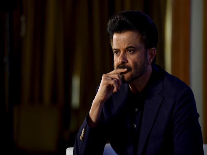 anil kapoor gets emotional on the sets of indian idol   इंडियन आयडलच्या सेटवर या कारणामुळे आले अनिल कपूरच्या डोळ्यांत अश्रू