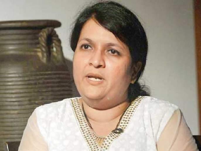 Arrest warrant, Raver Court order against Anjali warrants | अंजली दमानियांविरोधात अटक वॉरंट,रावेर न्यायालयाचाआदेश