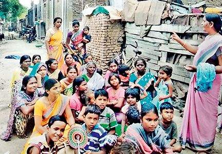 Anjana Tai gave an overwhelming fight against superstition to save the lives of malnourished girls! | कुपोषित मुलीचा जीव वाचवण्यासाठी अंजना ताईंनी दिला अंधश्रध्देशी लढा!
