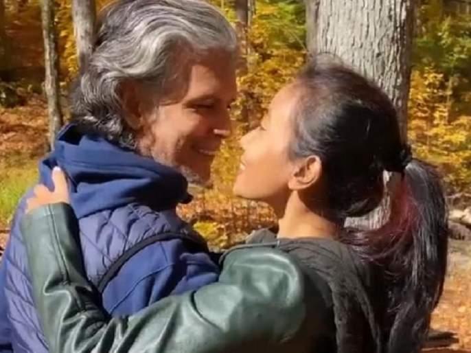 ankita konwar and milind soman shares lovey dovey video of their vacation | मिलिंद सोमण-अंकिताच्या प्रेमाला बहर...! शेअर केला रोमॅन्टिक व्हिडीओ