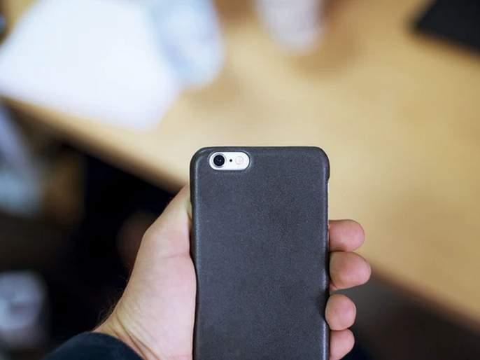 Scientist make antibacteria phone cover for disease | आजारांना मुळापासून नष्ट करणारं फोन कव्हर, जाणून घ्या काय आहे याची खासियत?