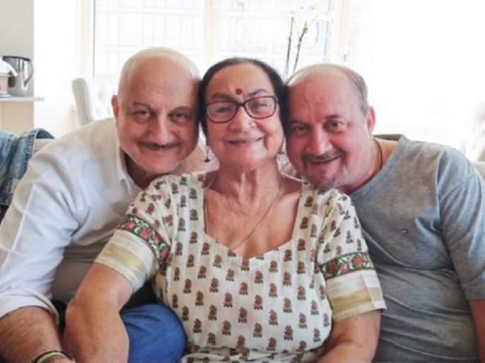 anupam kher mother dulari and his brother test covid 19 positive | शॉकिंग : अनुपम खेर यांच्या आईलाही कोरोना; भाऊ, वहिनी, पुतणीलाही झाली लागण