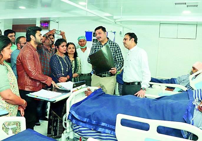 Sairat's Archi interaction with patient | सैराटच्या 'आर्ची'ने साधला रुग्णाशी संवाद