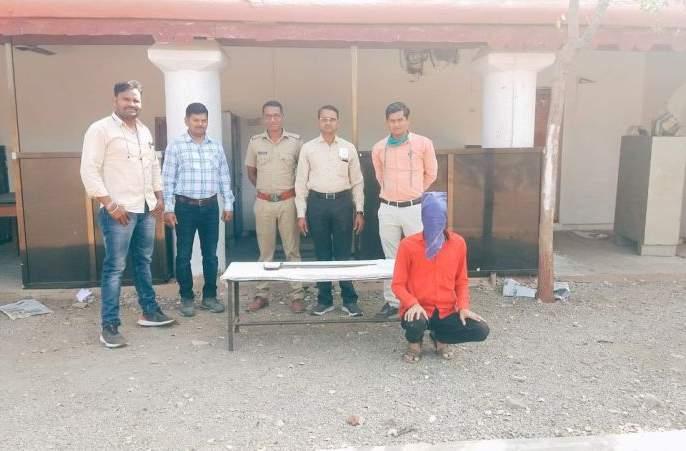 Youth arrested for carrying sword | तलवार घेऊन धुमाकूळ घालणाऱ्या युवकास अटक