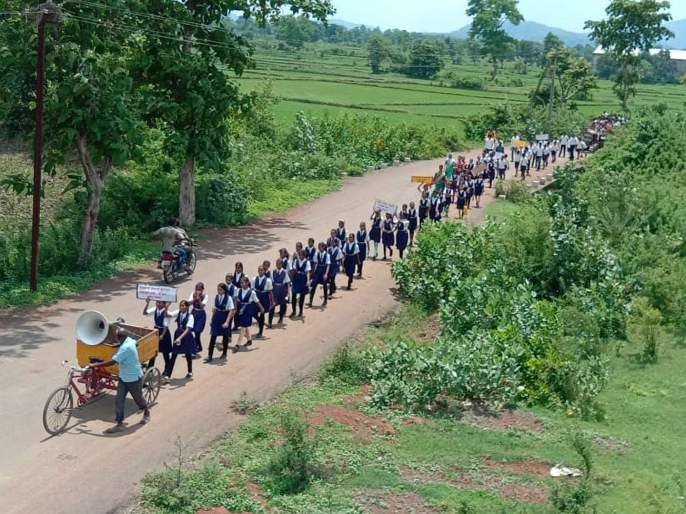 Morgaon school students protested against panchyat samiti | शिक्षकांसाठी चिमुकल्यांची शासनाकडे आर्त हाक, ग्रामस्थांनी शाळेला ठोकले कुलूप