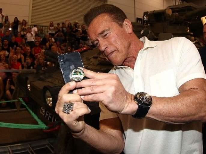 Arnold Schwarzenegger gets hit by flying kick at South Africa sports event | अरे देवा! तो मागून आला नि अनॉर्ल्ड श्वॉर्झनेगर यांना जोरात मारली लाथ!!