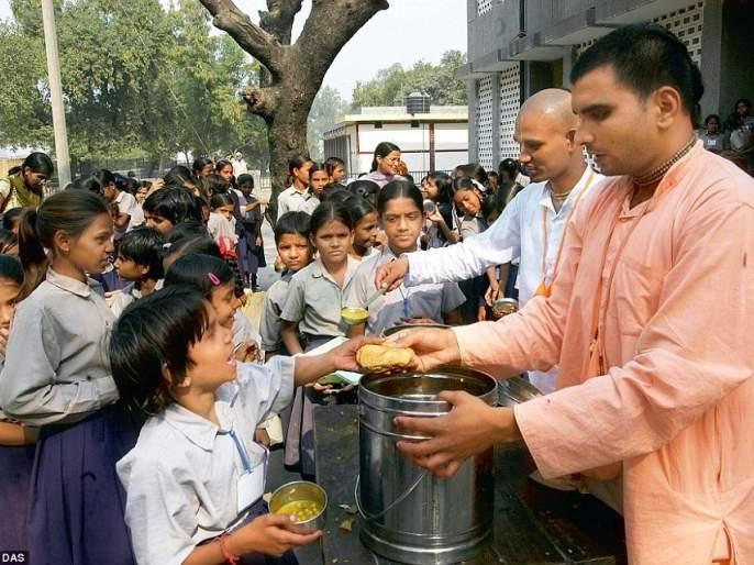 In addition to lunch, give breakfast to school children | शालेय विद्यार्थ्यांना मध्यान्ह भोजनाव्यतिरिक्त न्याहारीही द्या
