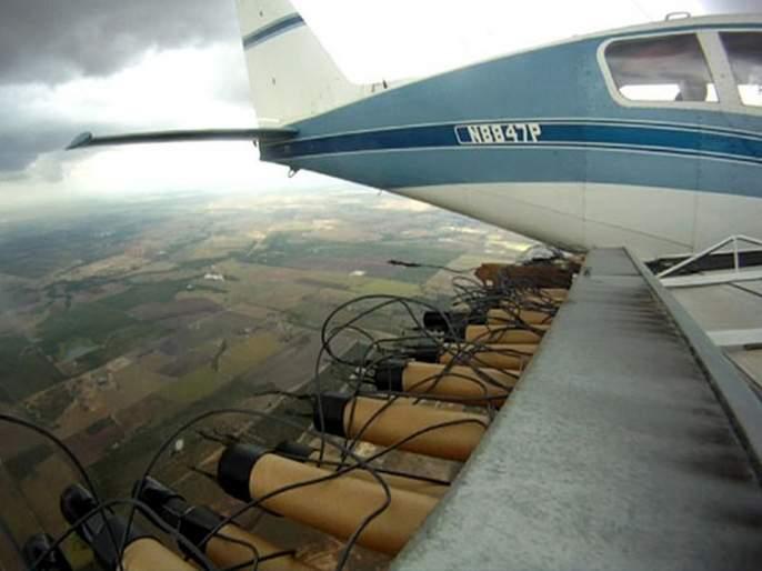 30 crore spends on 'artificial' rain | ३० कोटी घेऊन 'कृत्रिम' पावसाचे विमान उडाले; 'पाऊस' पडला हे गुलदस्त्यात