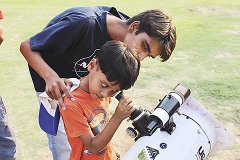 from slum tO start-up : meet 19-yr-old who-help-govt-build-astronomy-labs   झोपडपट्टीत राहणारा 19 वर्षाचा तरुण: थेट भारत सरकारला अॅस्ट्रॉनॉमी प्रयोगशाळा उभारायला करतोय मदत.