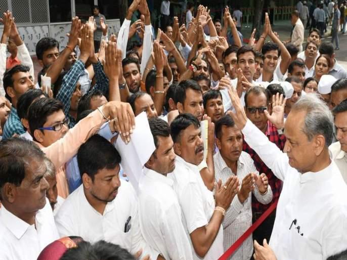 rajasthan chief minister ashok gehlot listened to 5000 peoples problem in 3 hours   मुख्यमंत्र्यांनी तीन तासांत ऐकल्या 5000 लोकांच्या समस्या