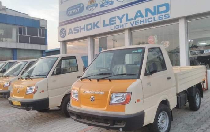 Ashok Leyland recession; Special offer to the protesting staff from friday   आधीच मंदी, त्यात कर्मचाऱ्यांनी केली कामबंदी; Ashok Leyland अडकली कात्रीत
