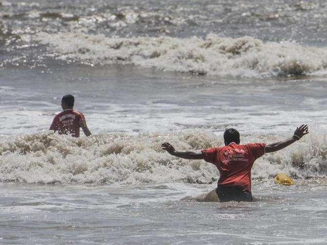 Ganesh idol visarjan in the state; End of 25 drowning in different places | राज्यात गणरायाला वाजतगाजत निरोप; विविध ठिकाणी २५ जणांचा बुडून अंत