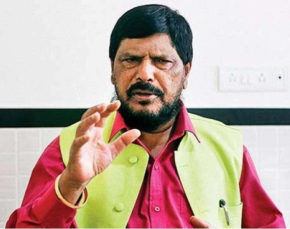 Shiv Sena's tiger caught in Congress-NCP cage: Ramdas Athavale | शिवसेनेचा वाघ काँग्रेस-राष्ट्रवादीच्या पिंजऱ्यात अडकला : रामदास आठवले