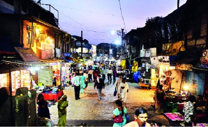 Shikhar Shinganapur encroached on the encroachment   शिखर शिंगणापूर अतिक्रमणाच्या विळख्यात : यात्रेनिमित्त येणाऱ्या लाखो भाविकांची होऊ शकते गैरसोय