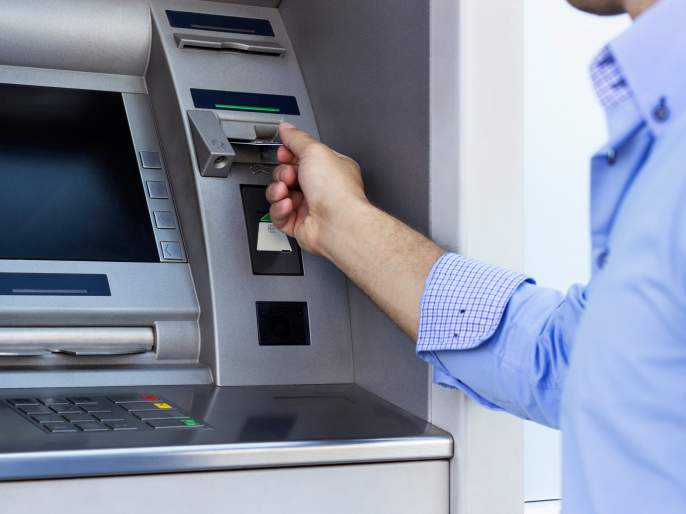 covid denier films himself licking atm machine audience filed police complaint | बाबो! थेट कोरोनालाच दिलं आव्हान, व्हायरस नाही सिद्ध करण्यासाठी 'त्याने' चाटलं ATM मशीन, Video व्हायरल