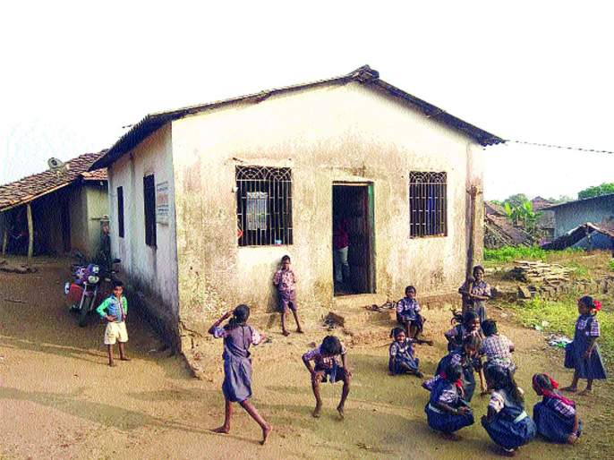 Lessons of falling education in the Samaj Mandir, school situation in Atone   समाजमंदिरात विद्यार्थी गिरवताहेत शिक्षणाचे धडे, आतोणेतील शाळेची दुरवस्था