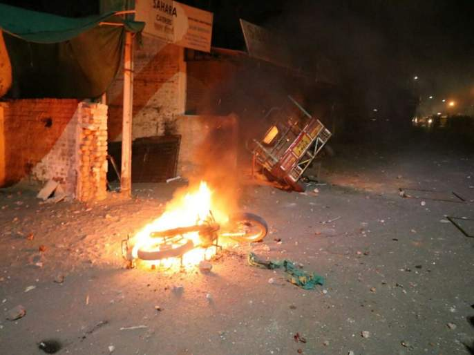 Aurangabad Violence: Clashes erupt in Aurangabad between two groups; many shops, vehicles set ablaze   Aurangabad Violence : संघर्ष टाळा, आपुलकीनं राहुया...आवाहन आपल्या औरंगाबादला!