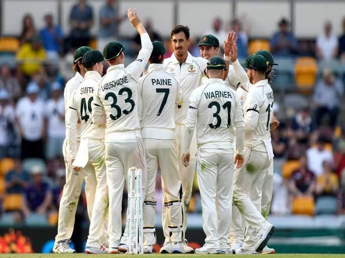 Aus vs Pak : Pakistan are bowled out for 240, Four wkts for Starc and three for Cummins | Aus vs Pak : पाकिस्तानचा संपूर्ण संघ कसोटीच्या पहिल्याच दिवशी तंबूत; स्टार्कचा भेदक मारा