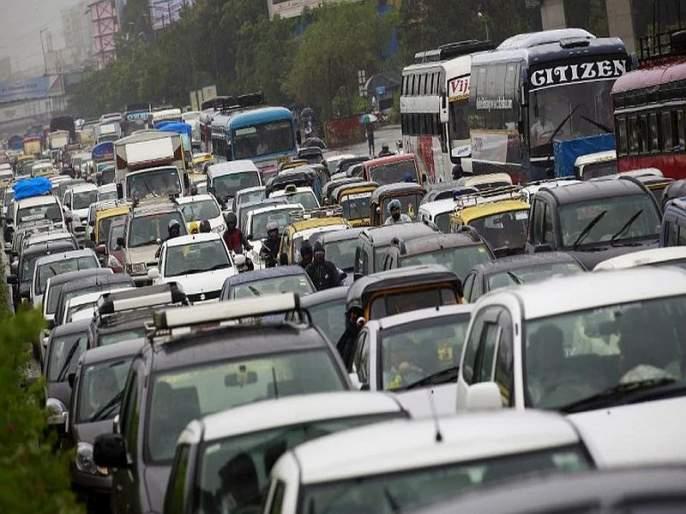 Auto Crisis: Passenger Vehicle Sales See Worst Ever Monthly Drop Since 1997-98; Demand for industry to reduce GST | ऑटो क्षेत्रात एक वर्षांपासून मंदी; जीएसटी कमी करा, इंडस्ट्रीची मागणी