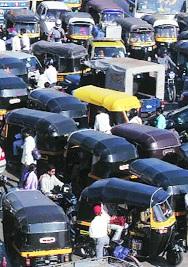 Suicide time on rickshaws if there is no government help | सरकारी मदत न मिळाल्यास रिक्षावाल्यांवर आत्महत्येची वेळ