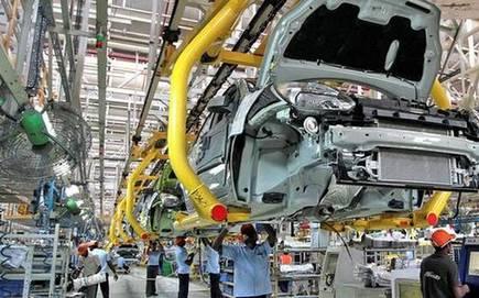 CoronaVirus Lockdown News: Restrictions in Maharashtra raise concerns for the automotive sector | CoronaVirus Lockdown News: महाराष्ट्रातील निर्बंधांनी वाढवली वाहन क्षेत्राची चिंता; मंदीचा धाेका, विक्रीवर परिणामाची भीती
