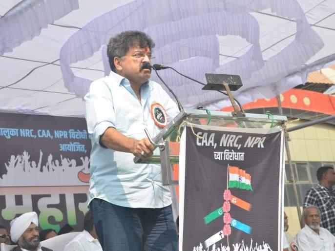 Jitendra Awhad Paithan agitation against NRC | आता फडणवीसांचं सरकार नाही; चित्रीकरण करणाऱ्या पोलिसावर आव्हाड भडकले