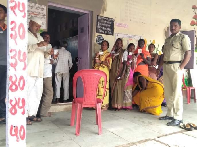 Voting also started in the boycotted 'South' village | सकारात्मकता; बहिष्कार टाकलेल्या 'दक्षिण'मधील गावातही मतदान सुरू
