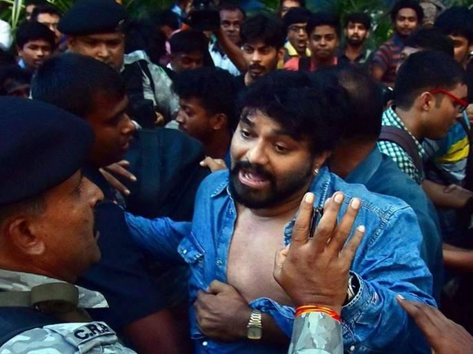 union minister Babul Supriyo Faces Agitation Of Students Inside Jadhavpur University   केंद्रीय मंत्री बाबुल सुप्रियोंना विद्यार्थ्यांकडून धक्काबुक्की; विद्यापीठ परिसरात तणाव