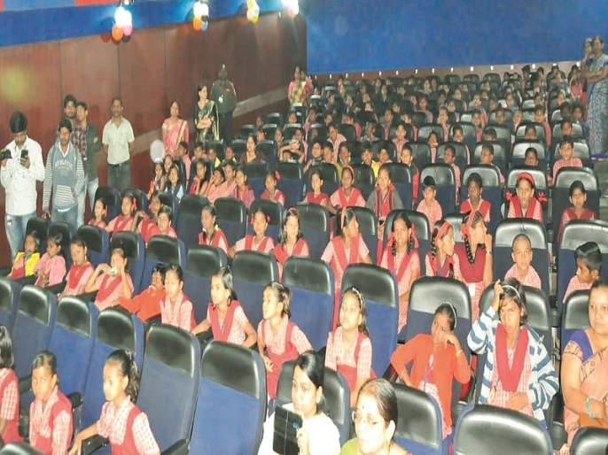 Attraction of 'Pappu Ki Trail' Lizards at the Children's Film Festival   बालचित्रपट महोत्सवात 'पप्पू की पगदंडी' चिमुकल्यांचे आकर्षण