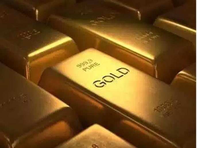 Foreign women smuggled gold from underwear   अंतर्वस्त्रातून परदेशी महिलांनी केली सोन्याची तस्करी