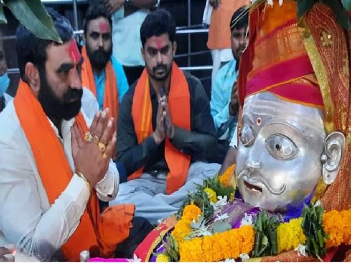 Filed a case against Shiv Sena MLA Santosh Bangar for taking out a Palakhi procession without permission   विनापरवानगी पालखी मिरवणूक काढल्याप्रकरणी शिवसेना आमदारांवर गुन्हा दाखल