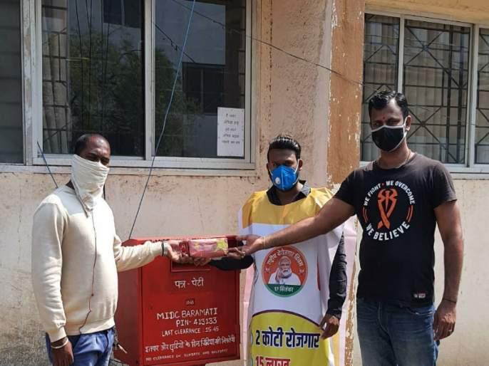 Hathras Gangrape : 'China made' bangles sent to Uttar Pradesh Chief Minister by Ncp | Hathras Gangrape : उत्तर प्रदेशच्या मुख्यमंत्र्यांना राष्ट्रवादीने पाठवल्या 'चायना मेड 'बांगड्या