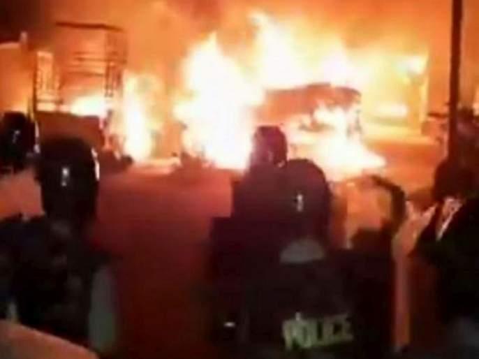 violence in bengaluru over social media post Congress MLAs residence vandalised | सोशल मीडिया पोस्टनं बंगळुरू पेटलं; पोलिसांच्या गोळीबारात २ जणांचा मृत्यू; ६० पोलीस जखमी