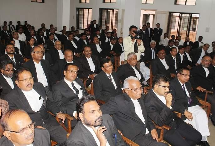 National Loknuddhi with 25 judges from the judicial office   राष्ट्रीय लोकन्यायालयासह २५ पासून वकील न्यायालयीन कामकाजापासून अलिप्त
