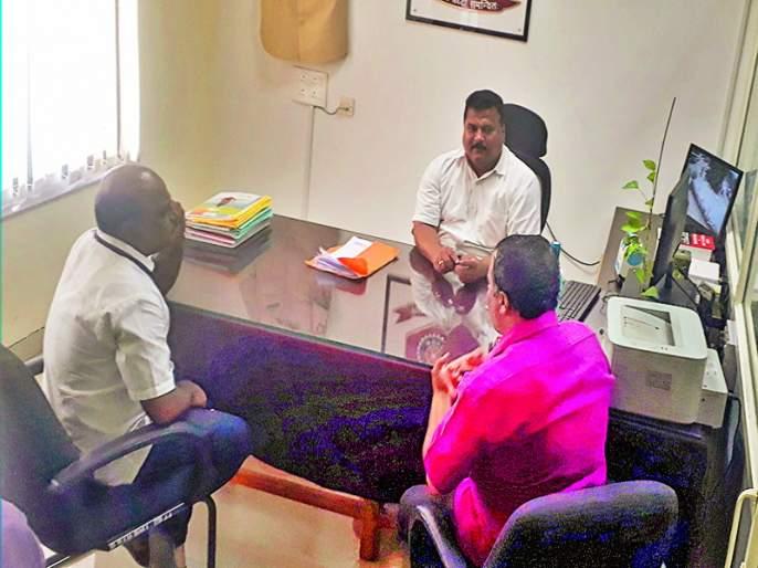 increasing agent system in Baramati Sub-Regional Transport Office   बारामती उपप्रादेशिक परिवहन कार्यालयात एजंटगिरीला ऊत