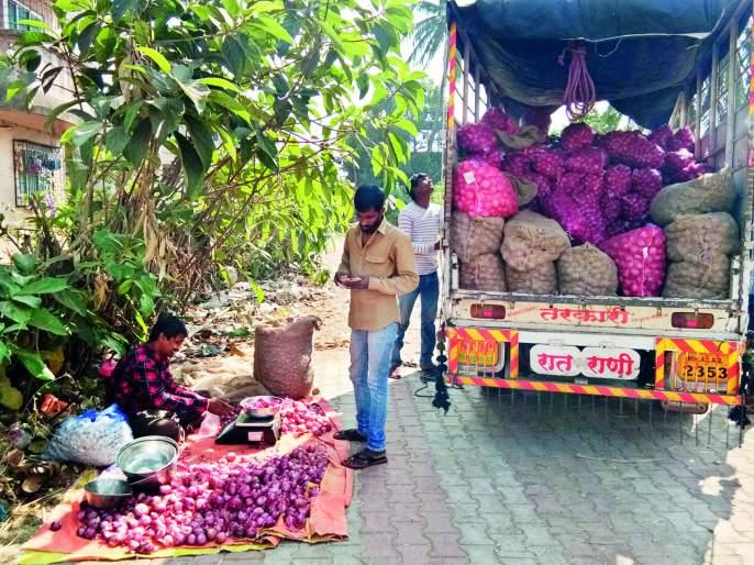 Cheap onion of Baramati for sale in Ratnagiri   बारामतीचा स्वस्त कांदा विक्रीसाठी रत्नागिरीत