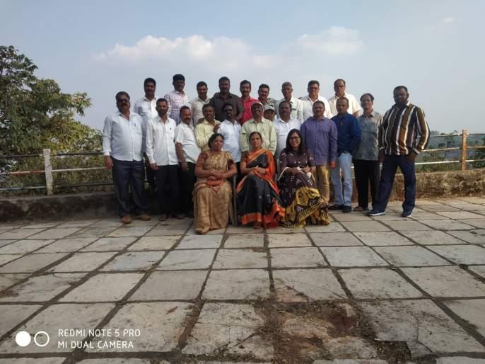 On the Panhalagad, the former students of Rangla should have affection | पन्हाळगडावर रंगला माजी विद्यार्थ्यांचा स्नेहमेळावा