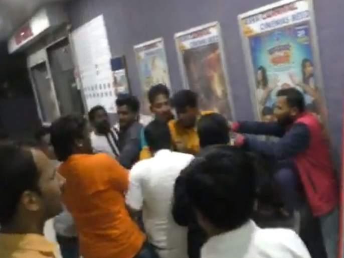 bayko deta ka bayko actor and director beaten by mob | दिग्दर्शक आणि अभिनेत्याला चित्रपटगृहातच करण्यात आली बेदम मारहाण