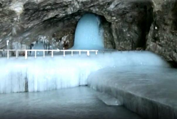 Darshan of Amarnath Barf Shivling, will the Yatra start or not?   अमरनाथच्या बर्फ शिवलिंगाचं पहिलं दर्शन, फोटो पाहून भाविकांमध्ये 'यात्रा पे चर्चा'