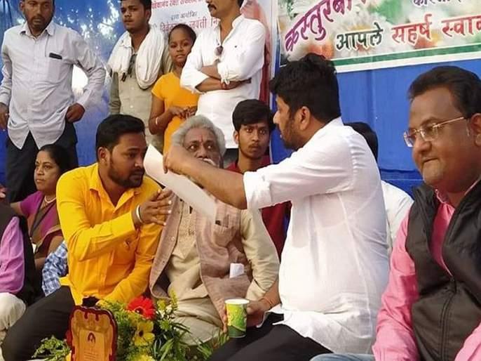 In the village, only the Minister of State will come up with 'Rahuti' to solve the problems of the people in achalpur bachhu kadu | लोकांच्या समस्येचं निराकरण गावातच, चक्क राज्यमंत्रीच 'राहुटी' घेऊन येणार