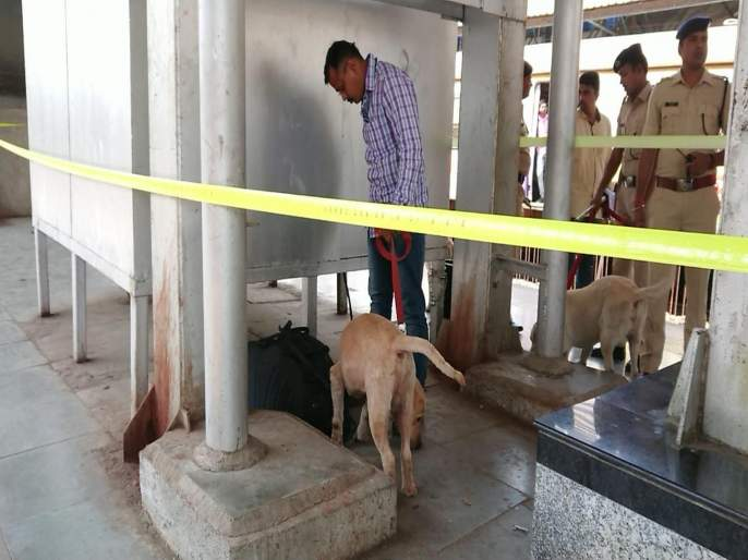 Unidentified bag found at Wadala railway station | Video : वडाळा रेल्वे स्थानकात बेवारस बॅग सापडल्यानेखळबळ