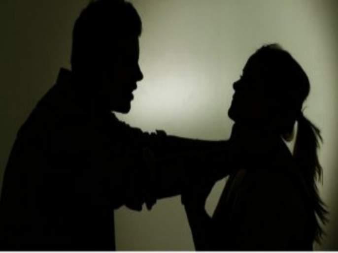 The husband beaten up to wife due to she picked up the phone | पतीच्या मोबाईवर आलेला फोन उचलला म्हणून पत्नीला मारहाण