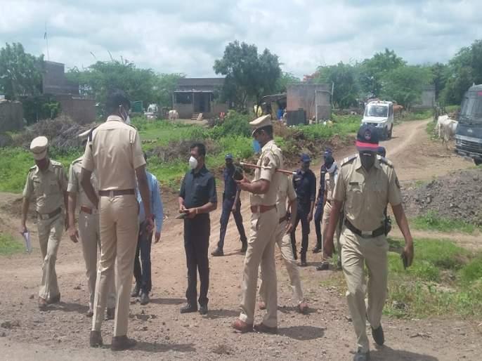 One of the robbers was beaten to death by a mob | चोरट्यांच्या टोळीवर जमावाचा हल्ला; मारहाणीत एकाचा मृत्यू