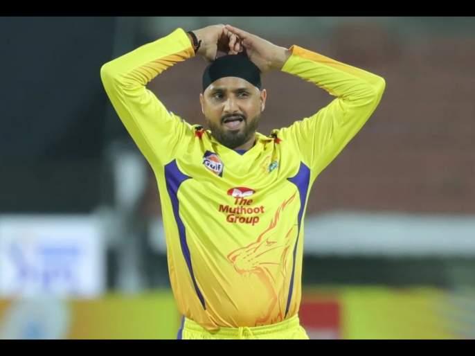 IPL 2020: CSK Fans Take a Swipe At Harbhajan Singh For His Reaction Over MS Dhoni's Wide Ball Controversy | IPL 2020 : MS Dhoniवर हसणं हरभजन सिंगला पडले महागात, CSKच्या चाहत्यांनी नको ते सुनावलं!